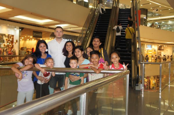 We met 2 more cousins that are living in Manila and had dinner with them at a mall one night.