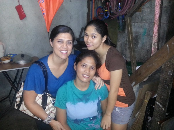 Wish we could have taken this photo of the sisters while Diana was alive...Tia with her cousins Devina and Marites.