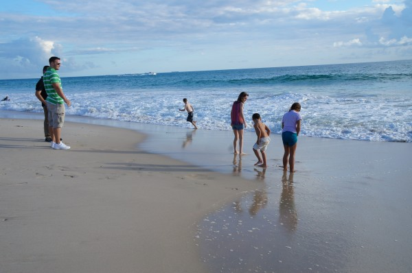 Ended our first day in Perth by visiting City Beach.  The kids didn't need their swimming suits to enjoy the water!