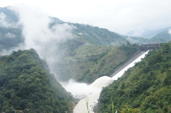 We stopped to stretch our legs and check out Ambuklao Dam on our way to Banaue