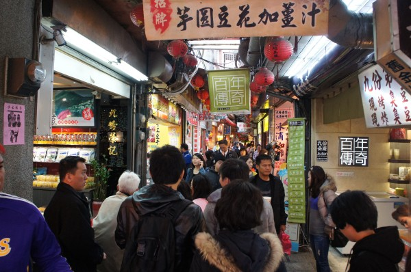 We walked through the crowded Jiufen market