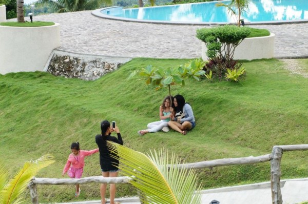 Of course when you find a beautiful place the Filipinos take photos! Here Kalani is taking photos with a cousin