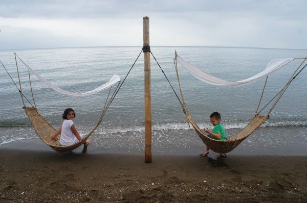 After 12 hours in the car the kids just wanted to hang out by the beach and especially on these hammocks. And luckily there were other kids from Kalani's school at the same resort so they all had someone to play with