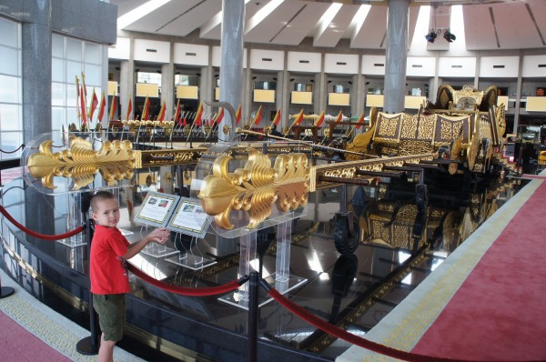 Royal Regalia Museum you can see things that the Sultan has used like this chariot that is about 50 years old