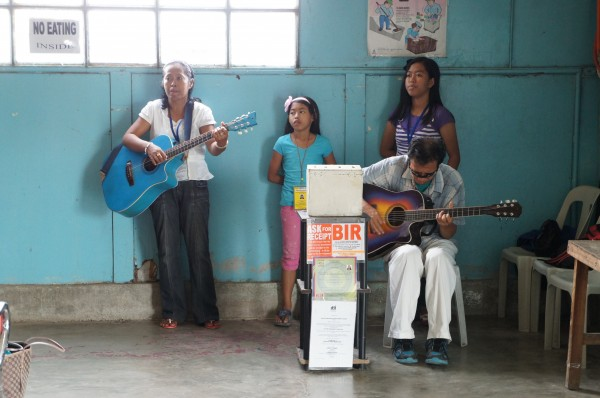 While waiting to board the ferry boat there was a family of musicians to entertain us.  The youngest daughter was a really good singer.