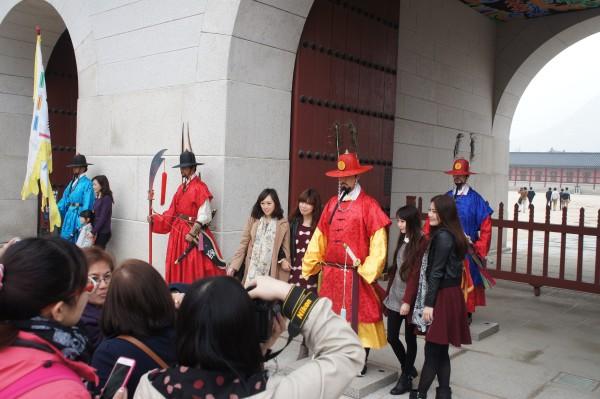 Royal Guards with tourists at Gwanghwanum gate at Gyeongbokgung Palace